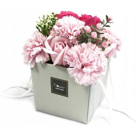 Pachnący mydlany bukiet kwiatowy. Róże, goździki.