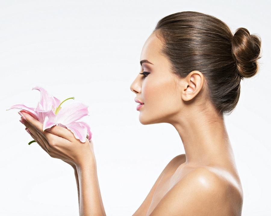 woman-flower-beauty-skin-care-HVDFKJ5.jp
